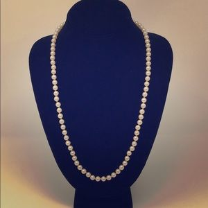 "Long Strand of Medium Sized Pearls 23"" 💝"